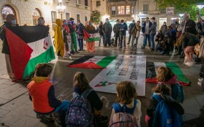 Foto de la conentració convocada a la plaça de Sant Roc   Roger Benet