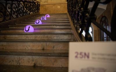 Escala de l'Ajuntament, durant l'acte central del 25N/ Roger Benet