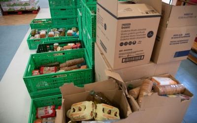 El dispositiu de repartició d'aliments de Creu Roja a Fira Sabadell | Roger Benet