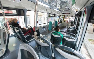 Interior d'un autobús de la TUS | Roger Benet