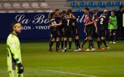 Els jugadors del Sabadell celebren un dels gols | Roger Benet