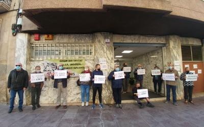 Membres de la FAVS protestant davant de la seu de l'ICS | Pere Gallifa