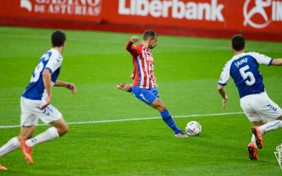 Imatge del xut que suposava ahir l'1-0 | Real Sporting
