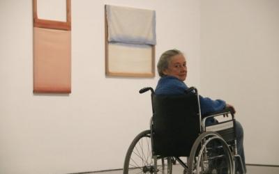 Fina Miralles, en una de les sales de l'exposició temporal que li dedica el Macba | ACN