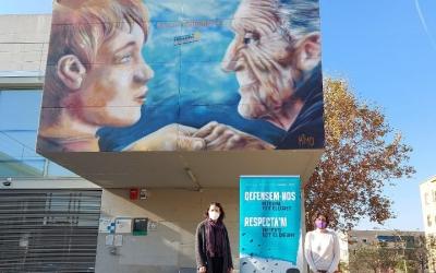 Abellán i Morell, davant el mural dels Drets Humans de Campoamor/ Karen Madrid