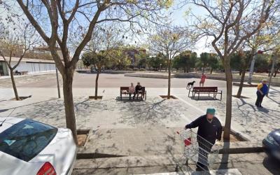 Gràcia vol que es millori ja la plaça del Treball | Google Maps