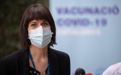 Sònia Mariscal, directora executiva Sabadell Gent Gran, durant l'inici de la vacunació | Roger Benet