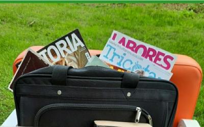 La Biblioteca de Ponent crea una 'maleta viatgera' per apropar la lectura a la gent gran | Cedida