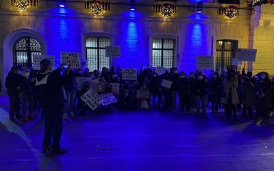 Socis i treballadors del Gimnàs Municipal es manifesten a Sant Roc contra el tancament   Mariona Córdoba