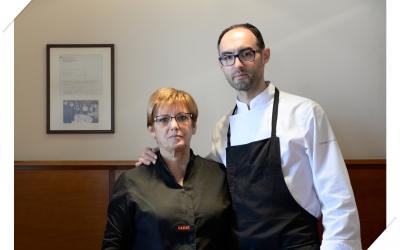 El cuiner Carles Calsina, acompanyat d'una altre membre de l'equip | Cedida