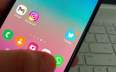 Imatge d'un mòbil amb servei de missatgeria instantània | Ràdio Sabadell