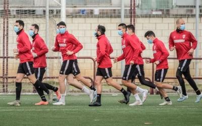 Els jugadors del Logroñés, entrenant-se amb mascareta | Cedida