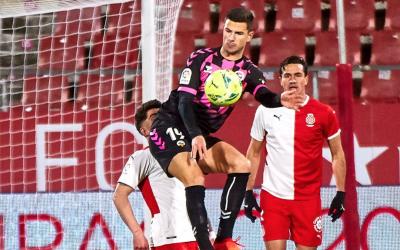 Guruzeta, en una acció amb Monchu | Girona FC