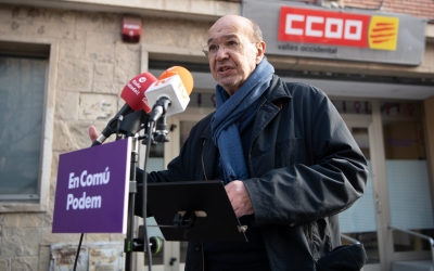 Joan Carles Gallego, davant la seu de CCOO a Sabadell/ Roger Benet