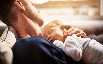 Ja es pot gaudir de l'ampliació fins a les setze setmanes del permís de paternitat | Cedida