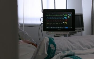 Imatge del monitor de constants vitals d'un pacient ingressat al Frontal Gran Via | Cedida