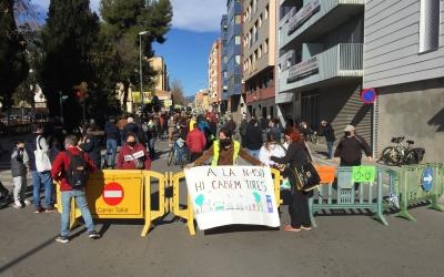 Tallen la carretera de Barcelona durant 3 hores per reclamar més espais verds | Ràdio Sabadell