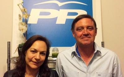 Cuca Santos i Esteban Gesa a la seu del Partit Popular | Arxiu Ràdio Sabadell