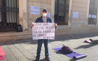 Treballadors i usuaris del Gimnàs protestant a la plaça Sant Roc | Mireia Sans