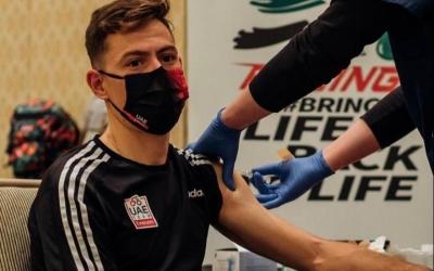 De la Cruz, en el moment de la vacunació | UAE Team Emirates