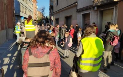 L'AMPA de l'Escola EnricCasassastalla el carrer Les Paus | Pau Duran