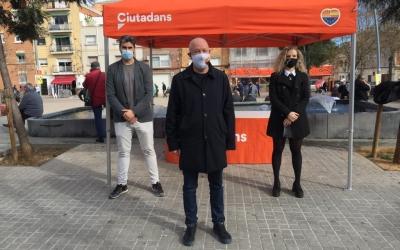Casado, García i Salcedo a la carpa informativa de Ciutadans | Ràdio Sabadell