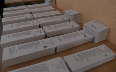 Paperetes en un punt de votació | Roger Benet (Arxiu)