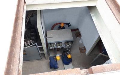 Operaris treballant en una estació d'Endesa | ACN