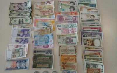 Alguns dels billets i monedes recuperats durant els escorcolls | Mossos d'Esquadra