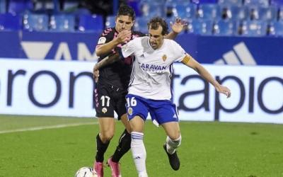 Víctor Garcia i Eguaras, disputant la pilota en el 0-0 de la primera volta | CES