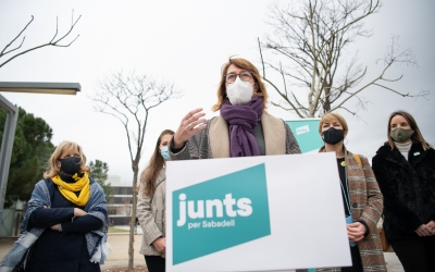 Laïlla, acompanyada d'integrants del partit a la ciutat/ Roger Benet