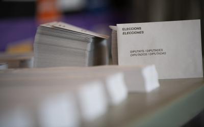 Paperetes en un col·legi electoral | Roger Benet