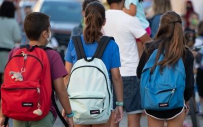 Imatge d'un grup de nens de camí a l'escola | Roger Benet