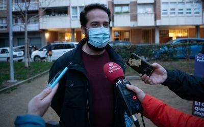 El candidat Edu Navarro, atenent als mitjans de comunicació