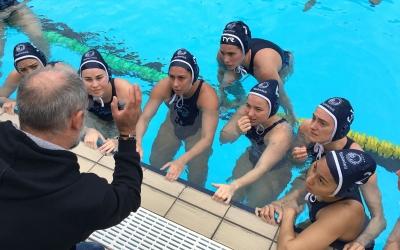 Imatge del femení a la piscina del 'Medi' | @cnswaterpolo