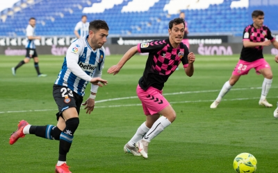 Josu Ozkoidi amb Adri Embarba dissabte a l'RCDE Stadium | Roger Benet