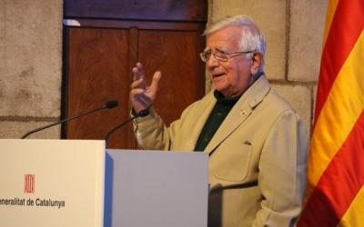 El periodista Tomàs Alcoverro després de recollir el Premi Nacional de Comunicació al Palau de al Generalitat, el 13 de novembre del 2019  | ACN