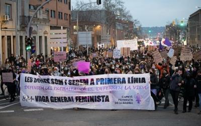 Sabadell tanca el8Mamb una manifestació de 1.500 persones | Roger Benet