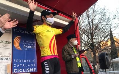Rota amb el mallot de líder de les Grans Clàssiques catalanes | Adrián Arroyo