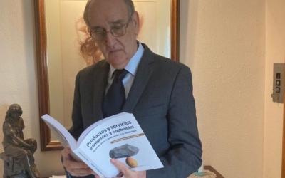 Garrell amb el llibre a les mans | Cedida