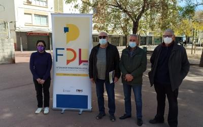 D'esquerra a dreta, Marta Morell i Manuel Navas, acompanyats de dos membres de l'AV de les Termes | Ràdio Sabadell