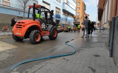 El carrer de PérezMoya, on hi ha l'Escola Serra, rebent els últims retocs a l'actuació de pacificació | Pau Duran