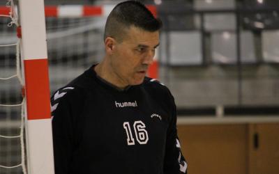 El porter Juan Cañamero, amb cara de preocupació | Adrián Arroyo