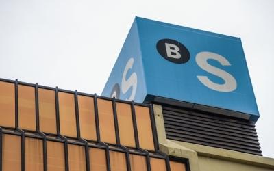 Imatge de la seu de Banc Sabadell a la plaça Catalunya | Roger Benet