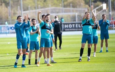 Els jugadors agraeixen la visita dels aficionats | Roger Benet