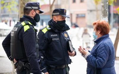 Dos agents de la nova Divisió de Policia de Districte | Roger Benet