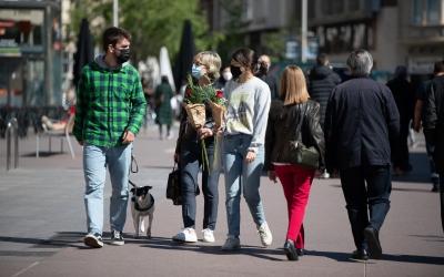 Els sabadellencs prenen els carrers amb roses i llibres a la mà | Roger Benet