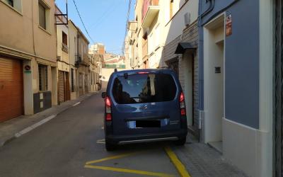 Un cotxe envaint una vorera | Marc Serrano i Òssul