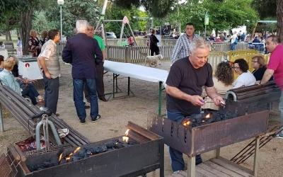 El veïnat de Nostra Llar de Sant Oleguer en una festa Major passada | Cedida