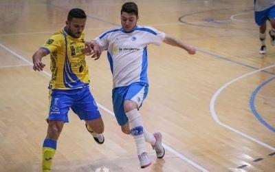 Besalduch, lluitant en una acció d'un partit del Club aquesta temporada | Oscar Pérez Asensio